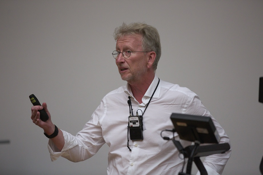 <p>Matthias Kaiserswerth gives a very engaging talk about cognitive computing</p>
